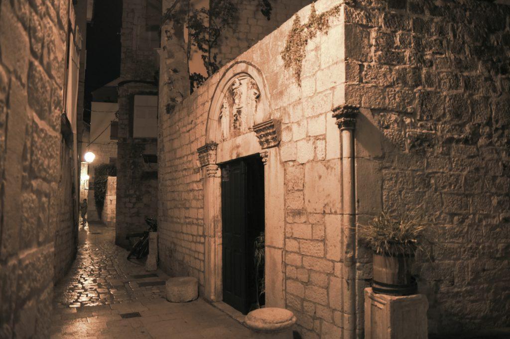 Trogir – bei Nacht
