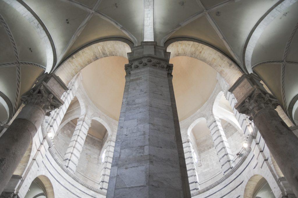 Pisa – Baptisterium Innen